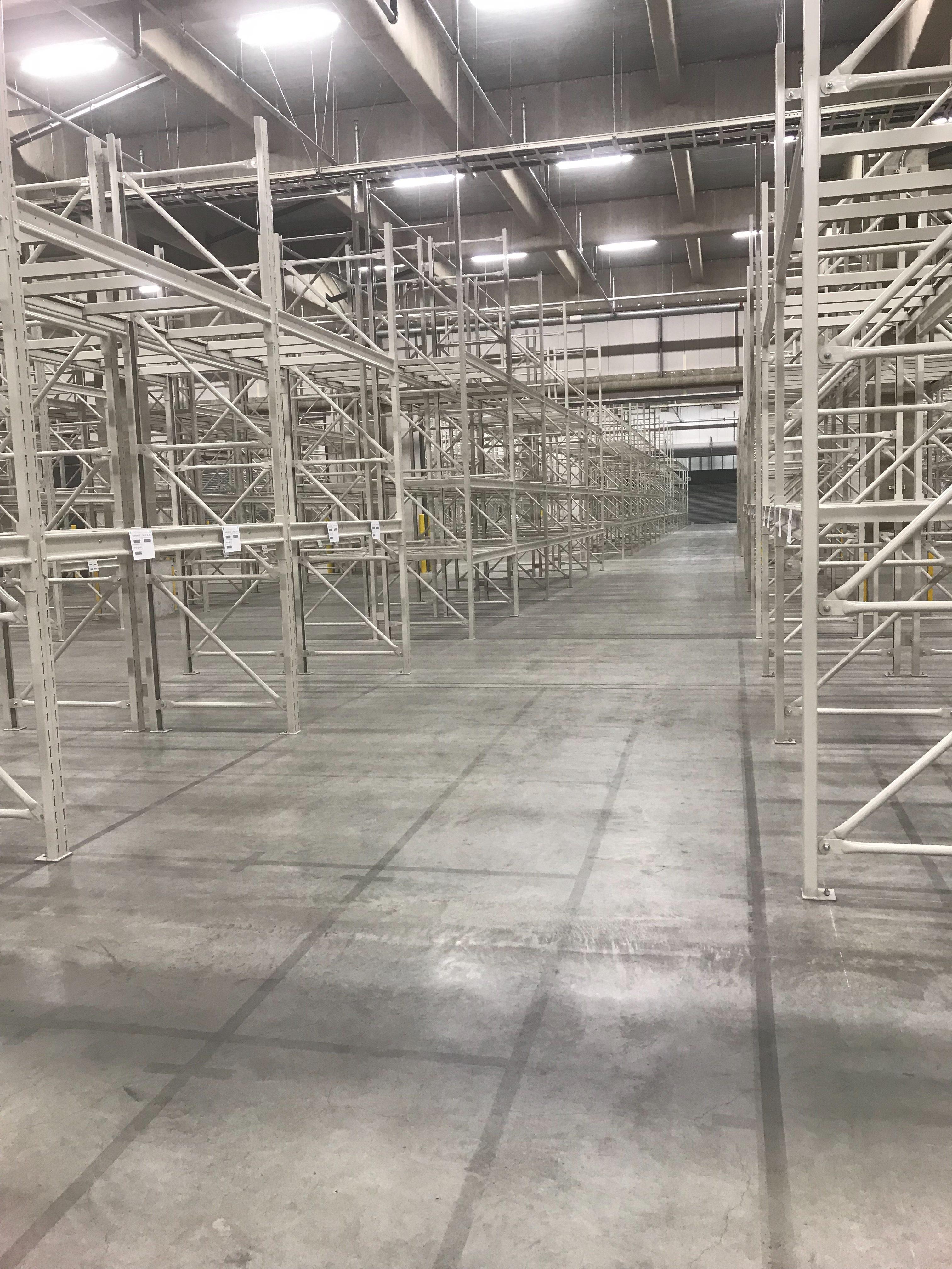 パレットラック420台 設置工事