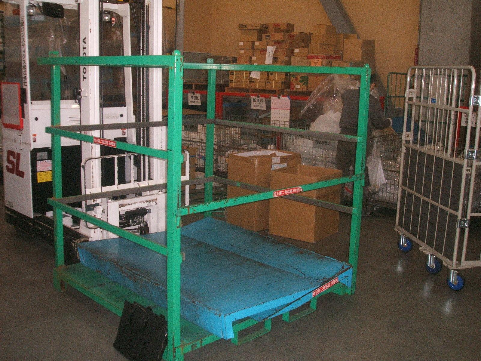 アルミ製スロープ付きネステナー